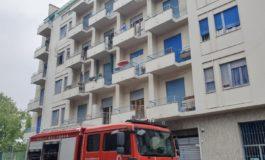 Prognosi riservata per madre e figlia precipitate dal terzo piano di un condominio in fiamme a Torino