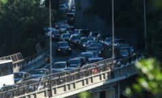 A26, disagi senza fine: quattordici chilometri di coda in direzione Liguria