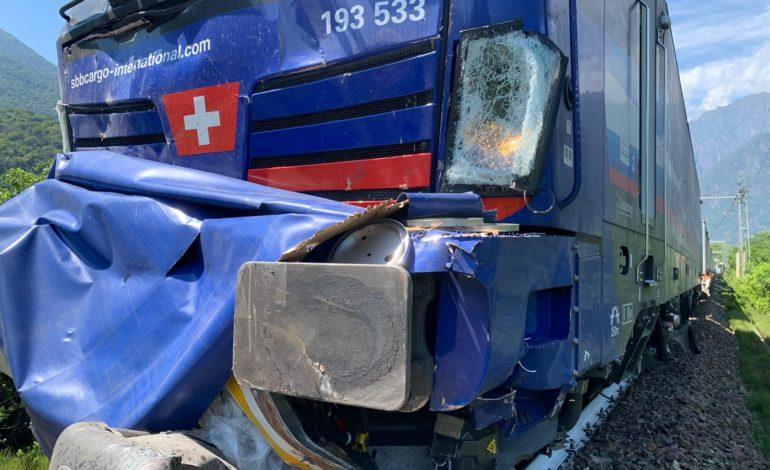 Treno travolge camion nella Bassa Ossola, nessun ferito