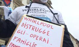 """Embraco, protesta dei lavoratori davanti al Tribunale di Torino: """"Patuanelli dove sei?"""""""