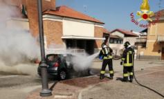 Auto alimentata a Gpl prende fuoco nel vercellese, intervenuti i Vigili del Fuoco