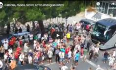 Inizia la rivolta: in Calabria la gente non vuole i migranti e scende in piazza (Video)