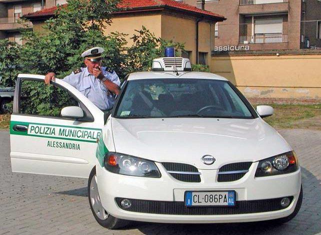 Volontari della Polizia Municipale di Alessandria soccorrono donna che stava per partorire in piazza Marconi