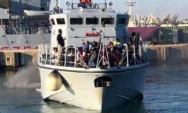 Migranti, le autorità libiche aprono il fuoco durante le operazioni di sbarco: 3 morti e 5 feriti
