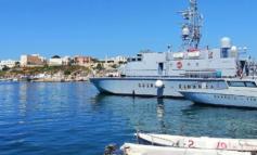 Migranti all'assalto di Lampedusa: 618 arrivi su venti barche in 24 ore