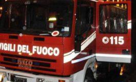 Auto prende fuoco in via Gandolfi ad Alessandria, intervenuti i Vigili del Fuoco