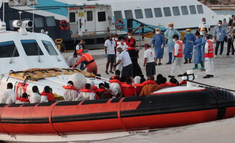 Migranti: Conte ha convocato Musumeci e il sindaco di Lampedusa