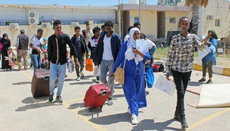 Sull'immigrazione Italia beffata dalla Francia: i migranti ve li tenete voi, voilà!