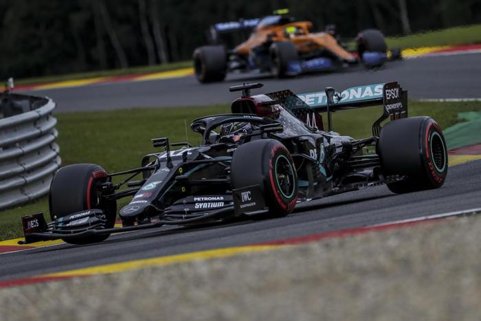 F1: Hamilton pole-record a Spa, Ferrari mai così male