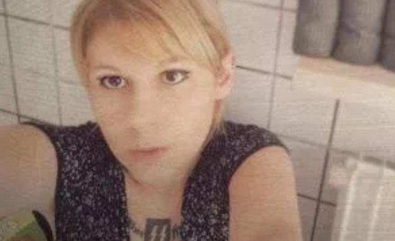 Continua a far discutere il caso della candidata con la svastica tatuata sul petto