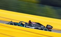 Formula 1, Lewis Hamilton vince il Gp Belgio a Spa, penose le Ferrari con Vettel 13° e Leclerc 14°