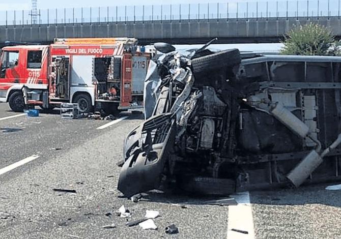 In gravi condizioni il tredicenne rimasto coinvolto nello schianto in autostrada all'altezza di Santhià costato la vita alla madre