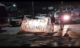 A Lampedusa i residenti protestano contro gli sbarchi dei migranti (Video)
