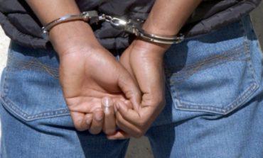 Nigeriano molesta i passanti poi minaccia i carabinieri con un coccio di bottiglia