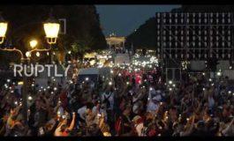 I tedeschi scendono in piazza contro Big Pharma, Bill Gates e i governi succubi: una folla impressionante
