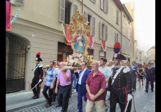 Sì al carnevale in tempo di Covid19, no alla processione della Madonna ora che il Covid non c'è quasi più