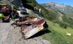 Limone Piemonte, rimossa la carcassa della jeep di Beppe Grillo che finì 39 anni fa in un burrone causando la morte di tre persone