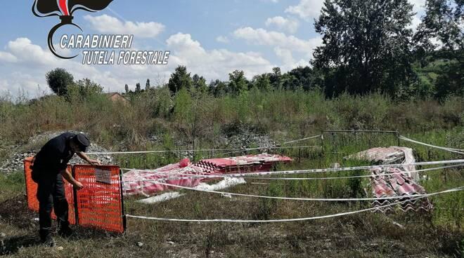 Lastre di amianto abbandonate nel sud astigiano, tre denunce