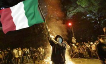 La Sicilia è ormai una polveriera: Favara si ribella e dà fuoco al Peskador, simbolo dei migranti