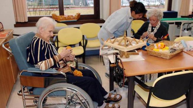 Da Demos Alessandria: ci sono buoni motivi per chiudere le case di riposo per anziani