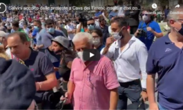 Salvini contestato dalle Sardine (Video)