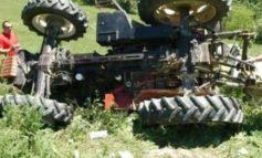 Il trattore si ribalta sull'anziano agricoltore al volante senza lasciargli scampo