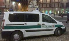 Vercelli, novantenne investe con l'auto una donna sulle strisce pedonali e poi fugge: denunciato