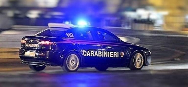 Spacciatore marocchino in fuga nel bosco bloccato dai carabinieri: nascondeva un etto di bamba pronta allo spaccio