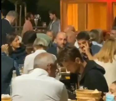 Alla Festa dell'Unità a Firenze sono quasi tutti senza mascherina anche in cucina!