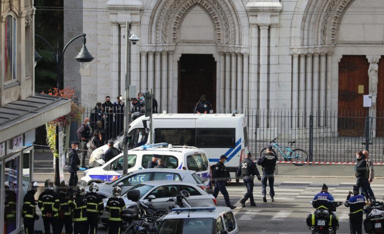 Tre persone sgozzate a Nizza, attacchi ad Avignone e Gedda