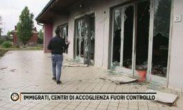 Migranti clandestini e positivi al Covid19 distruggono il centro  di accoglienza e nessuno li ferma (Video)