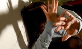 Minorenne in preda a una tempesta ormonale tenta di stuprare una donna di 50 anni