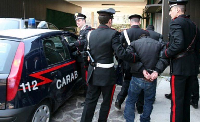 Magrebino a zonzo per la città mentre doveva stare agli arresti domiciliari