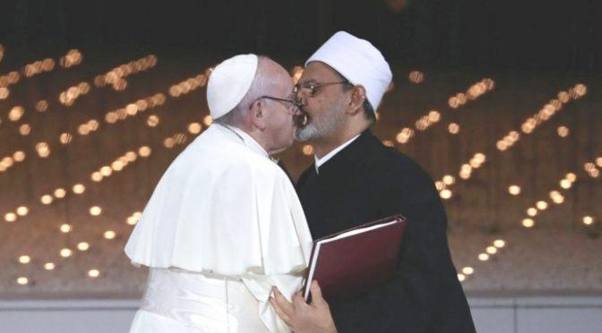 """Imam incontra Bergoglio e giustifica la decapitazione del professore francese: """"Criminale offendere Maometto"""""""