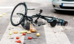 Travolge con l'auto un cinese in bicicletta che muore poco dopo all'ospedale