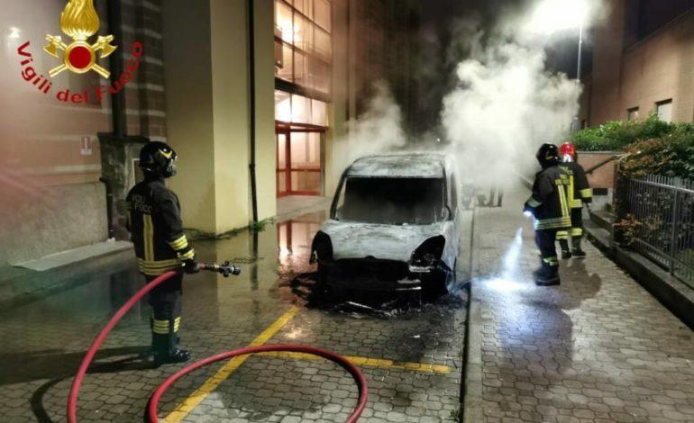 Asti come il Far West: diverse auto date alle fiamme e un livello di delinquenza senza precedenti