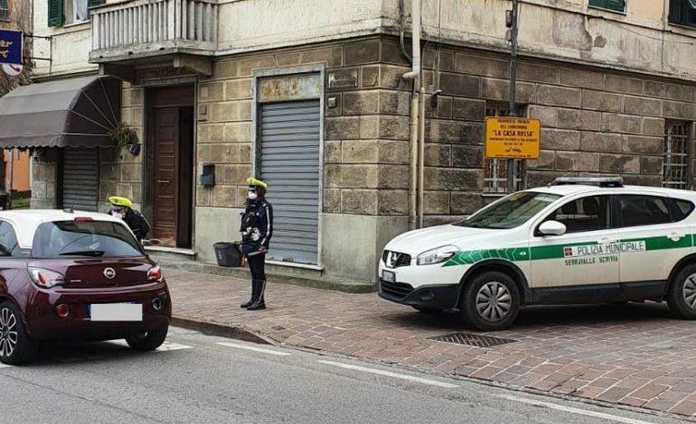 Immigrato nordafricano ubriaco senza patente alla guida d'un veicolo sotto sequestro va a sbattere contro un'auto in sosta