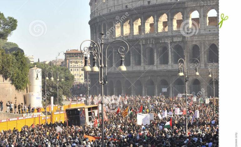 """La rivolta contro il """"regime del terrore"""" dilaga in Italia"""