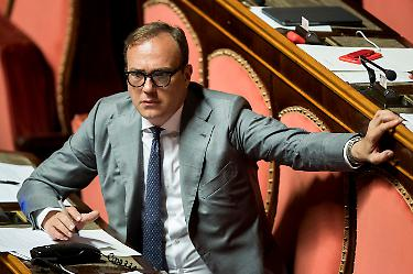 Senatore eletto nel Pd contro governo: Italia in ginocchio, l'hanno capito anche gli islamisti