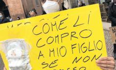 Ambulanti in piazza Duomo ad Alba: non si ferma la protesta in Piemonte