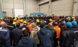 Ex Ilva: ancora nulla di fatto nella trattativa Arcelor Mittal - Governo mentre a Cornigliano è in corso l'assemblea davanti ai cancelli indetta dalla Rsu