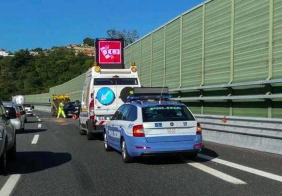 Arzillo anziano benestante genovese sfrecciava contromano su una Porsche in autostrada: fermato da Polstrada