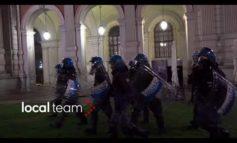 Rivolta immigrati a Torino spalleggiati dai Centri Sociali e dalla Sinistra: per loro il cibo fa schifo, lo gettano e incendiano il centro di accoglienza (Video)