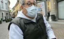 400 euro di multa a pensionato di 81 anni perché leggeva il giornale sulla panchina dopo essersi tolto la mascherina (Video)