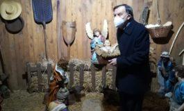 Dal Movimento Cristiano Lavoratori: la statua del Bambino di Betlemme, Gesù, collocata nel Presepe da monsignor Ivo Piccini