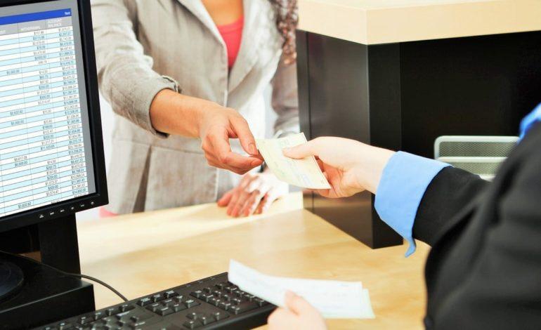 Tre marocchini volevano fregare la banca ma la direttrice ha capito il raggiro e li ha denunciati
