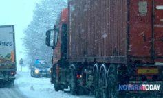 Neve nel novarese: camion bloccati, code all'ingresso dell'autostrada A4