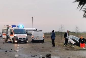 Auto carambola fuori strada sulla statale per Alessandria