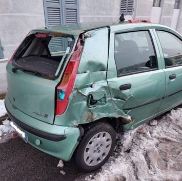 Col trattore tampona un'auto: l'autista finisce all'ospedale e l'investitore è stato denunciato