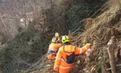 Tagliano gli alberi e poi si lamentano che si verificano frane e smottamenti: interrotta la linea ferroviaria Acqui-Genova